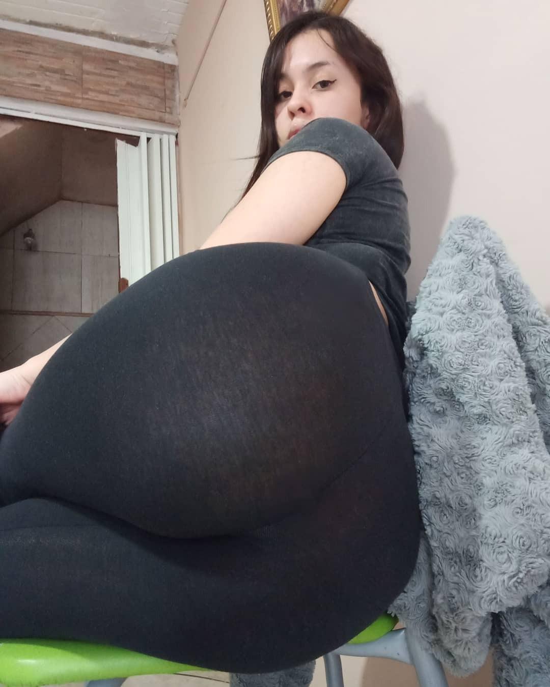 Jovencita mostrándose muy sexy