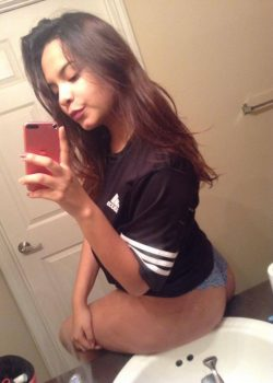 Jovencita Janeth posando desnudita mas vídeos