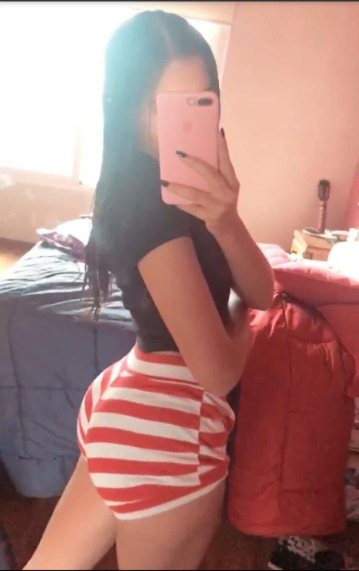 Camila mostrando todo su culito